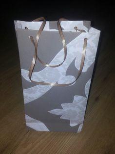 Cómo hacer una bolsa de regalo con papel (DIY)   facilisimo.com