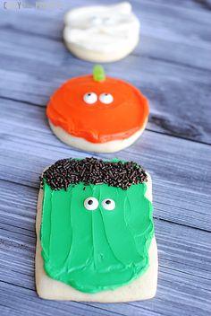 Simple Halloween Sugar Cookies-perfect for Halloween class parties