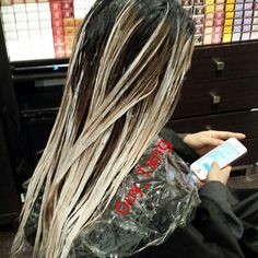 Advice for those wanting to avoid disasters when diy forums dont want to commit to your entire head being colored or do you have a professional job that wont allow crazy vivid colors try peekaboo highlights solutioingenieria Choice Image