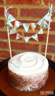 This banner idea is so cute for a cake, easy way to decorate