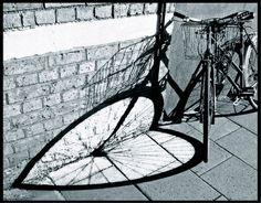 shadow heart, bike, shadow photographi, bicycl, wheels, shadow photography, bici, shadows, heart shadow