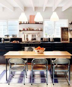 Pretty vintage kitchen.