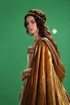 Adelaide Kane from the new CW show Reign