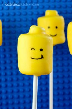 Lego Cake pops- marshmallow Lego man head! SO easy!!
