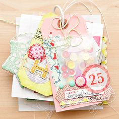 Wish I could find the link to this actual project - it's so cute! CrateChristmasMini-1 #papercrafts #minialbum