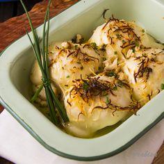 Huevos rellenos gratinados con bechamel