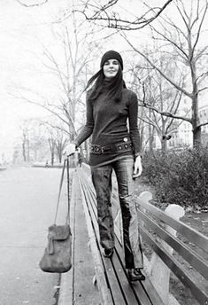 ali macgraw, peopl, 1970, fashion, crochet bags, messenger bags, 70s, style icons, ali mcgraw