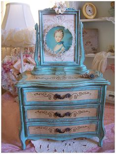 Marie Antoinette jewelry box.  I will make this,or at least, something similar.