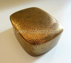 Japanese lacquer kogo incense box for tea ceremony at www.Jcollector.com