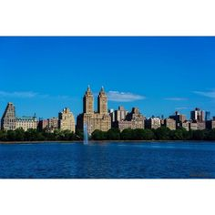 The view of the city at Jacqueline Kennedy Onassis Reservoir in Central Park #NYC
