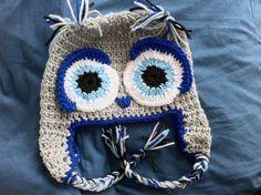 Gorro con forma de cabeza de búho, con orejeras y trenzas, y tejido a mano con lana en crochet / ganchillo.