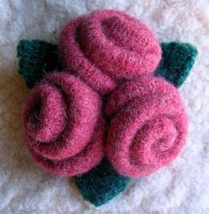 tutorial rose brooch felt - 101craftideas.com