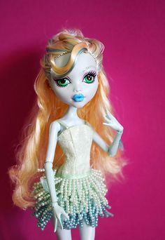 """The most common comment I get on my Monster High dolls is ""Where did you get the clothes?"" so I thought it might be useful to make a quick post about it."" - Requiem Art"