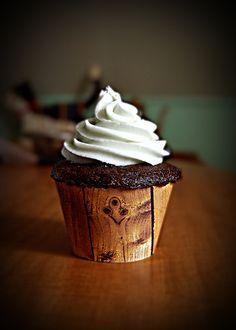 wood-grain cupcake liner