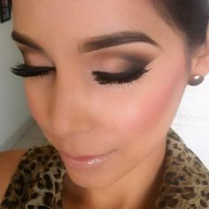 Love simple winged black eyeshadow looks!