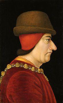 Louis XI.Portrait anonyme (XVesiècle). Brooklyn Museum, New York. Le roi porte le collier de St-Michel sur un justaucorps rouge et un pourpoint jaune, masquant sa calvitie par une calotte de feutre et un chapeau de bièvre.