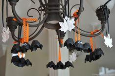Egg carton bats--Halloween crafts found on @TidyMom