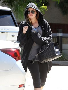 Khloé Kardashian Odom kept a low profile under a black hoodie and rimless oversized aviators with a silver double bridge and temples! How badass of her!