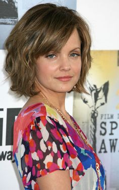 Mena Suvaris short hairstyle