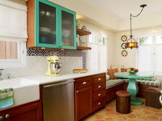 cupboards and table....cute