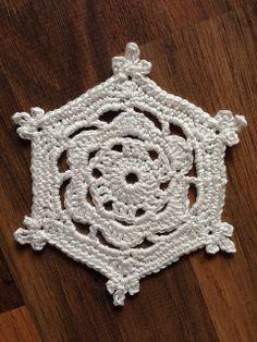 Ravelry: 'Flora' Snowflake pattern by Jenny Reid #crochet