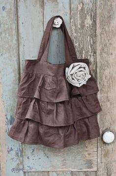 Cute bag! Would prolly be pretty simple to make too...