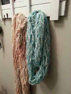 Wonderful DIY Finger Knitting scarf | WonderfulDIY.com