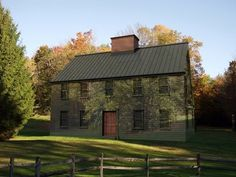 saltbox houses | Pictures - Mirrored Saltbox House - ~♥~ | Colonial homes