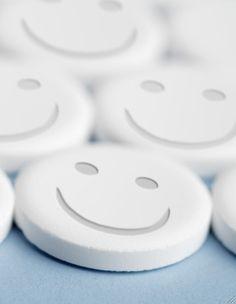 Happy Pills - - muchas más ideas para tu #farmacia en http://pinterest.com/farmagestion/escaparates-y-paqueter%C3%ADa-farmacia/
