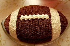 awesome football cake....superbowl maybe?