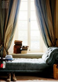 What a lovely reading nook ... <3