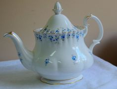 Vintage Royal Albert Bone China Memory Lane Tea Pot With Lid excellent