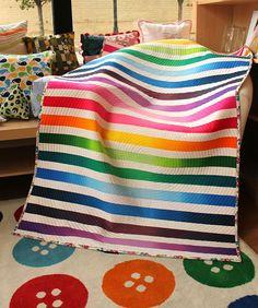 modern quilt ideas, ombr strip, strip quilt, quilt blanket, modern quilting, machine quilting, stripe quilt
