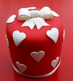 Sweet red and white hearts and a bow mini cake!