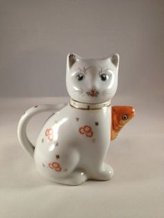 Cute Vintage Cat Teapot by CuriousCatUK on Etsy, £7.00