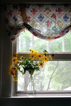.kitchen curtain.