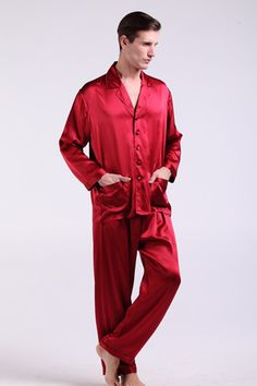 Top quality 100% perfect and healthy mens silk pajama are on sale, which is two-piece set with notched collar, long sleeve, and handy front pockets. $112 #pajamas #silk #lilysilk