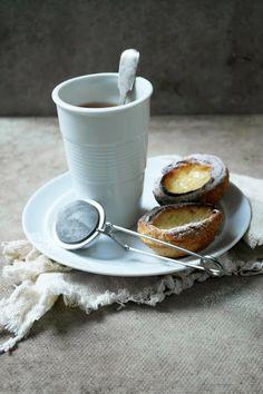 pOrtuguese egg custard tarts