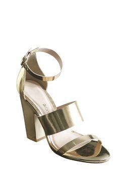 #Sandália dourada