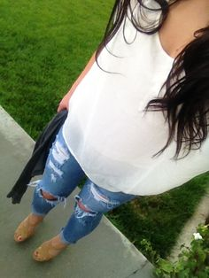Ripped jeans, white shirt and tan heels and my brown wavy hair. Love this outfit!