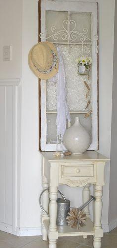 Old windows vignett, old window decor, window decorating, old windows, door, vintage windows, lace on windows