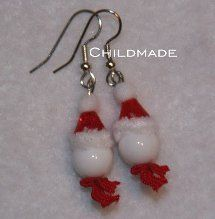 Looking for some free jewelry making projects for winter? This Snuggly Snowman Dangle Earrings will make you happy that the snow is building up outside! His cute little hat and scarf make him the perfect winter accessory!