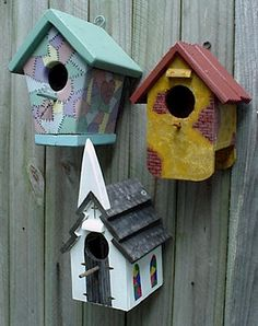 Mounting birdhouse on the fence.
