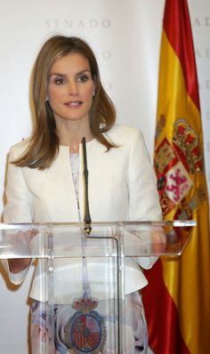 Queens & Princesses - While celebrating her 42nd birthday,  Queen Letizia attended the ceremony in the price of parliamentary journalism that took place at the Senate House in Madrid.