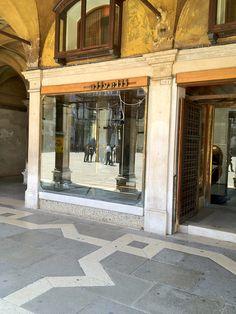 Carlo Scarpa, Olivetti showroom Venice