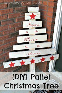 DIY Pallet Christmas Tree #DIY #Christmas #Pallet decor, diy pallet, christmas gift ideas, craft, pallet christma, christma tree, pallets, christmas trees, christmas gifts