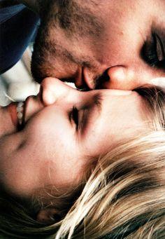 couples photography / art / portrait / engagement / wedding / kiss