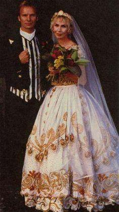 Sting & Trudi marry in 1992.