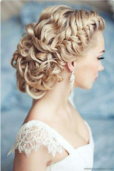 Beautiful hair, braids are very in this season! love it!