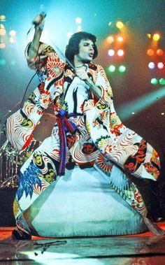 Freddie Mercury, ca. 1970.  Photo by Michael Ochs  Archives/Getty Images. °